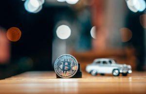 Obsidiam.com-silver-bitcoin-isolated-table_1153-4514
