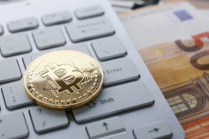 coin-crypto-currency-bitcoin-lies-keyboard_151013-755-obsidiam.com_