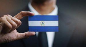 empresario-sosteniendo-bandera-nicaragua_1379-3155-obsidiam