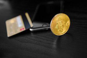 transfer-dollar-from-wallet-bitcoin-smartphone-blockchain_93200-136-obsidiam.com_