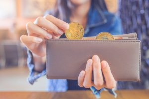 woman-hand-is-pulling-bitcoin-out-wallet_35708-737-obsidiam.com_